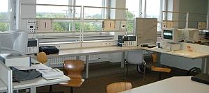 Schulungsraum mit Möbelmix aus 2 Jahrzehnten